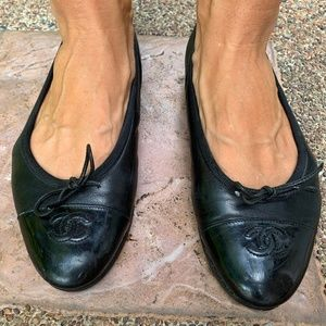 CHANEL Black CC Logo Cap Toe Leather Ballet Flats
